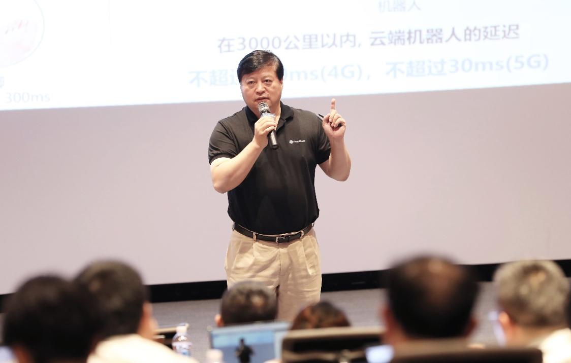 达闼科技黄晓庆:云端智能机器人