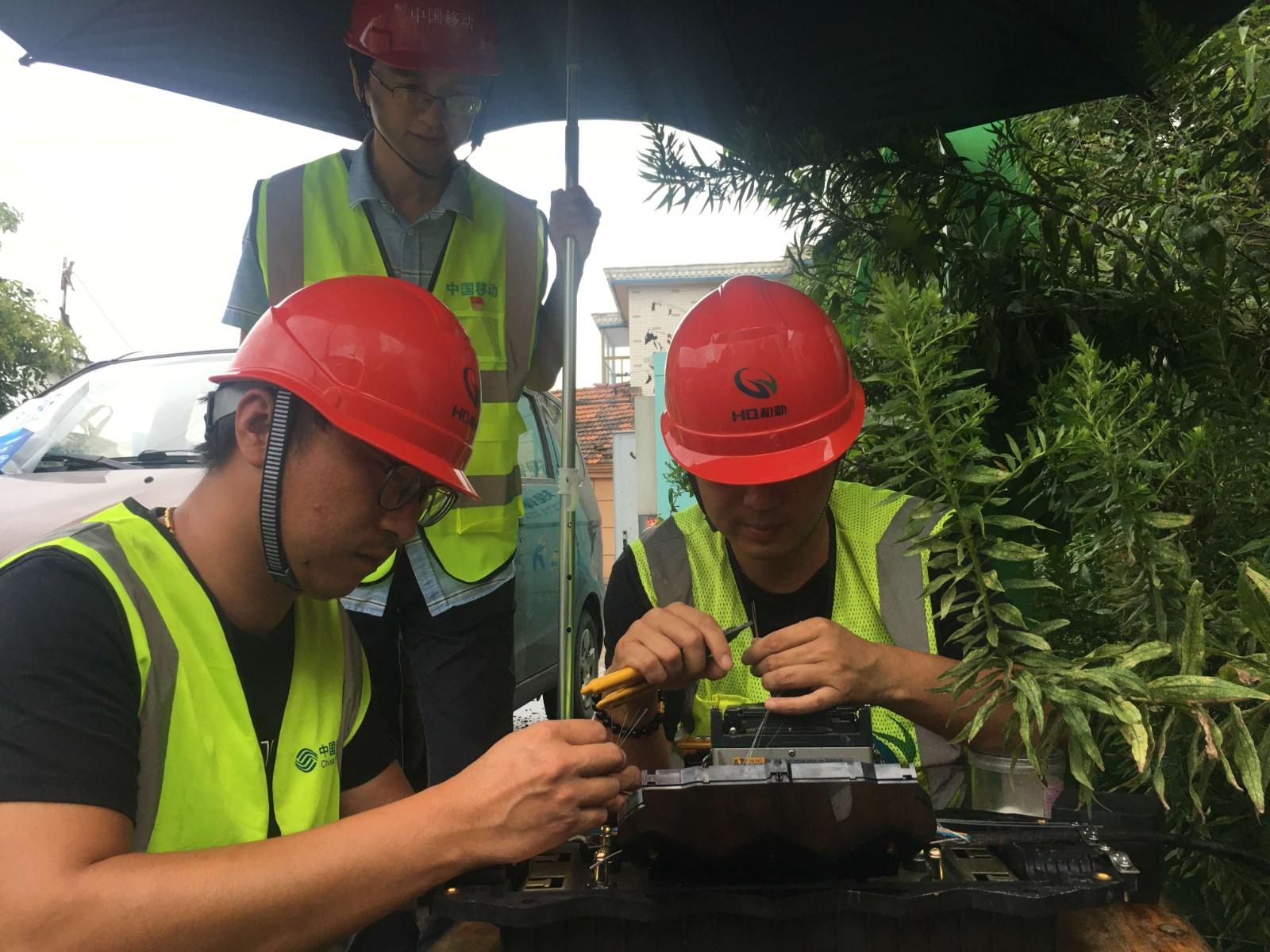 091415145178_1南通-黄江徽带领队员应急光缆熔纤-2021年9月.jpg